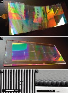 Решетка, напечатанная на (а) гибкую и (б) твердую подложку и СЭМ изображения поверхности (с) и среза (d).
