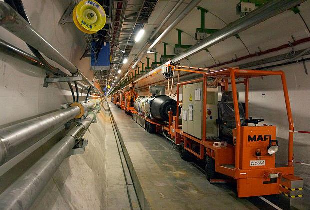 Туннель Большого электрон-позитронного коллайдера во время подготовки для переоборудования под нужды БАК