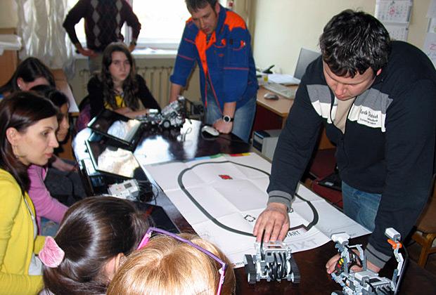 Занятие кружка по робототехнике, организованное СМУ РАН
